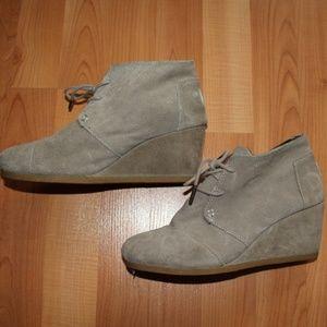 Toms Sz 7.5 W Suede Platform Lace Up Ankle Boots
